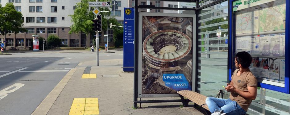 Netcom Kassel - Upgrade für Kassel - City Light Poster mit Kolloseum auf dem Königsplatz Kassel